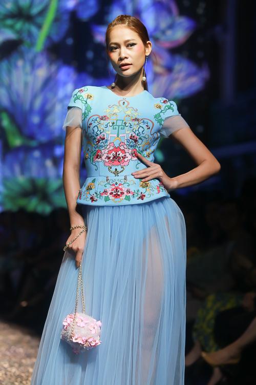 Đặng Thu Thảo lấn át dàn mẫu Việt với váy áo nữ thần - 8