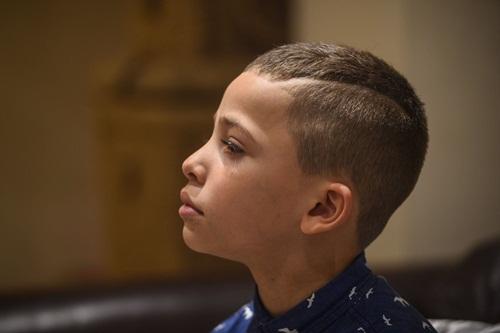 Người cha phải bỏ việc sau khi con trai cắt tóc mới - 1