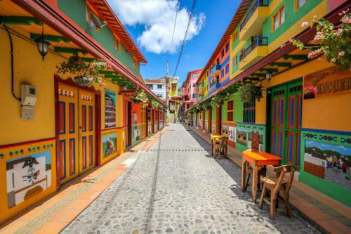 Khám phá thị trấn sắc màu nhất thế giới - 1