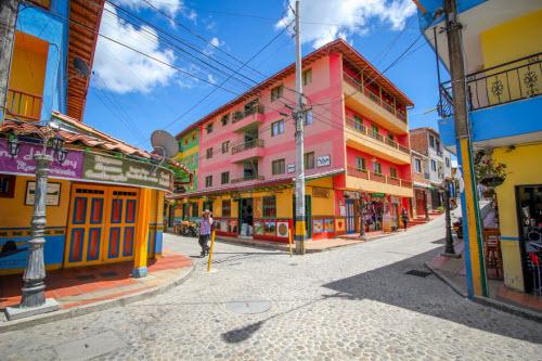 Khám phá thị trấn sắc màu nhất thế giới - 2