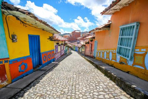 Khám phá thị trấn sắc màu nhất thế giới - 4