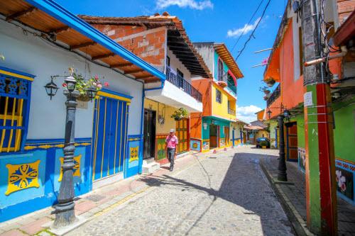 Khám phá thị trấn sắc màu nhất thế giới - 5