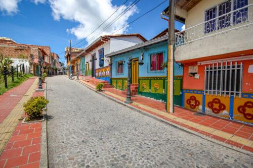 Khám phá thị trấn sắc màu nhất thế giới - 6