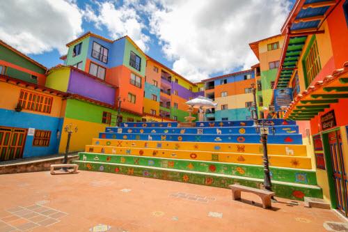 Khám phá thị trấn sắc màu nhất thế giới - 7