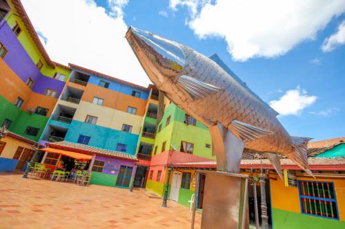 Khám phá thị trấn sắc màu nhất thế giới - 8