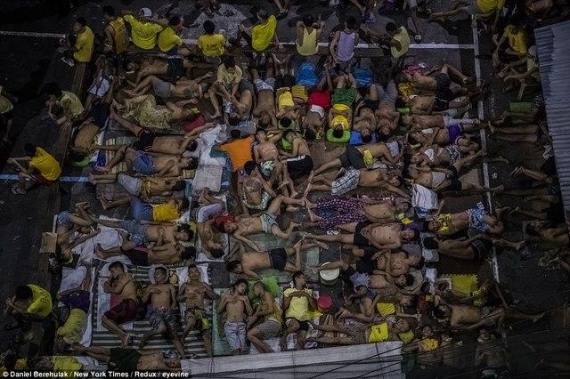 Trấn áp ma túy ở Philippines: 5.900 người bị bắn chết - 2