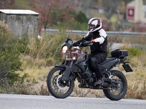 """KTM 790 Adventure lộ diện, dọa """"mãnh hổ"""" Triumph Tiger - 1"""