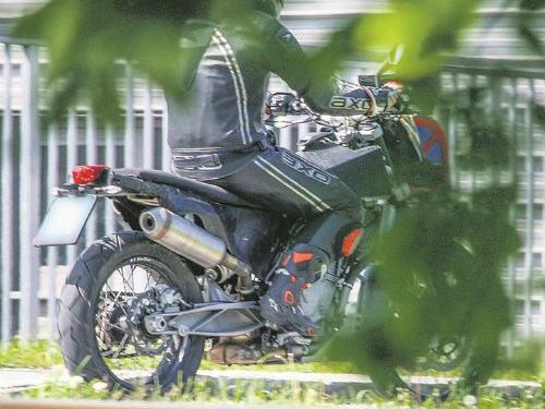 """KTM 790 Adventure lộ diện, dọa """"mãnh hổ"""" Triumph Tiger - 2"""