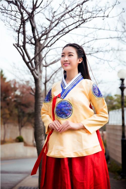Mỹ Linh, Thanh Tú diện Hanbok đẹp không kém mỹ nhân Hàn Quốc - 2