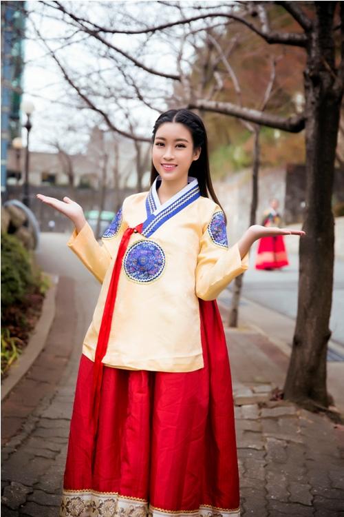 Mỹ Linh, Thanh Tú diện Hanbok đẹp không kém mỹ nhân Hàn Quốc - 3
