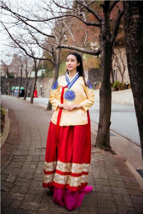 Mỹ Linh, Thanh Tú diện Hanbok đẹp không kém mỹ nhân Hàn Quốc - 4
