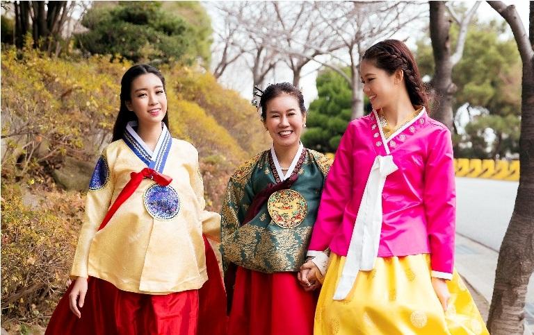 Mỹ Linh, Thanh Tú diện Hanbok đẹp không kém mỹ nhân Hàn Quốc - 7