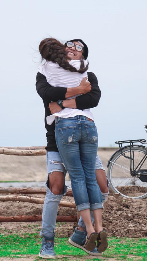 Khánh My hôn say đắm trai đẹp trong phim của Hoài Linh - 3