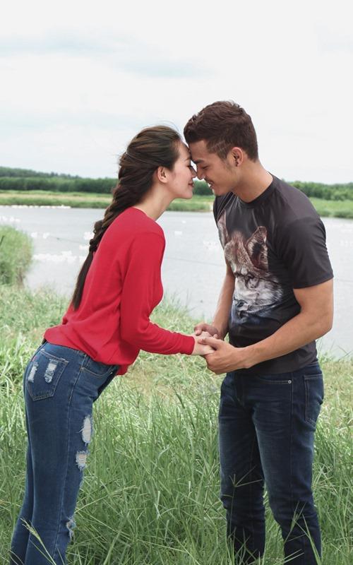 Khánh My hôn say đắm trai đẹp trong phim của Hoài Linh - 4