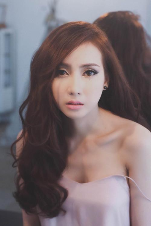 """""""Hot girl phòng trà"""" Thái Tuyết Trâm tiết lộ về hình xăm bí ẩn - 2"""