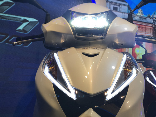Honda trình làng SH300i ABS giá ngất ngưởng - 4