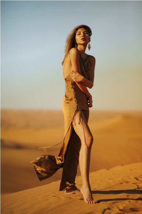 Minh Triệu khoe chân dài miên man giữa sa mạc thiêu đốt - 3