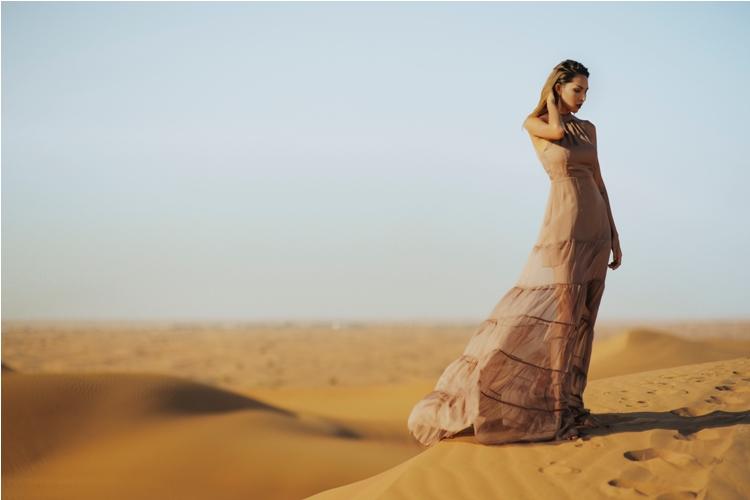 Minh Triệu khoe chân dài miên man giữa sa mạc thiêu đốt - 4