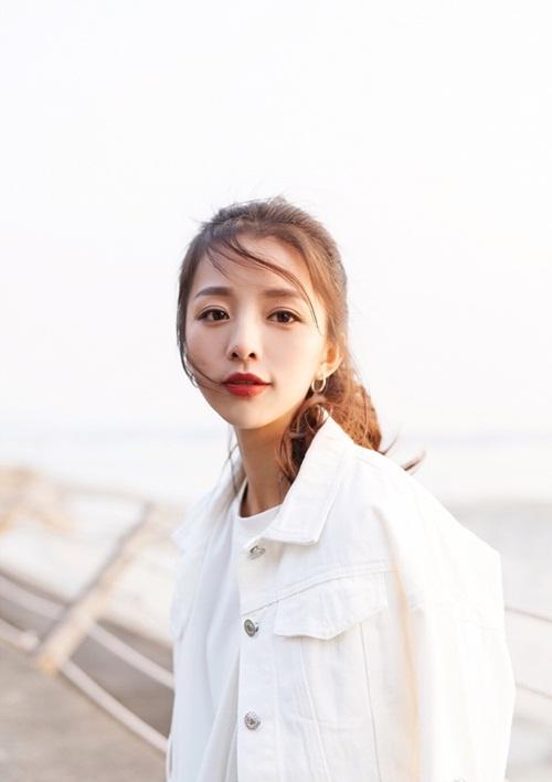 """Hoa khôi đại học TQ khoe dáng """"chuẩn không cần chỉnh"""" - 11"""
