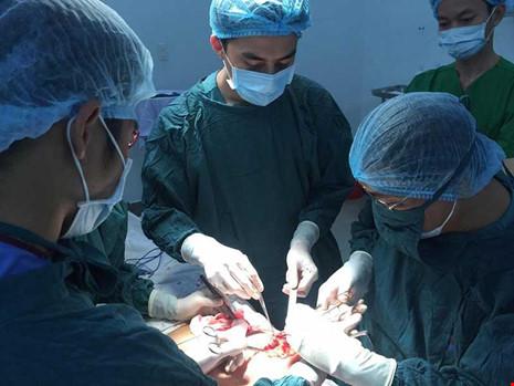 Phẫu thuật thẩm mỹ dỏm tung hoành làng quê - 1
