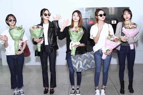 Nhóm nữ 18+ xứ Hàn gây náo loạn sân bay Tân Sơn Nhất - 1