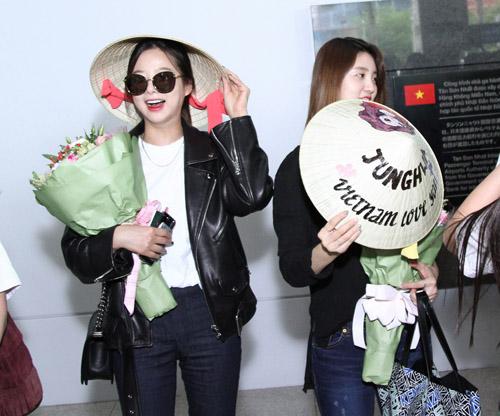 Nhóm nữ 18+ xứ Hàn gây náo loạn sân bay Tân Sơn Nhất - 3