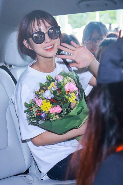 Nhóm nữ 18+ xứ Hàn gây náo loạn sân bay Tân Sơn Nhất - 6