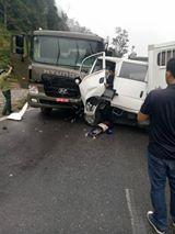 Hòa Bình: Xe chở phạm nhân gặp nạn, 5 người bị thương - 2