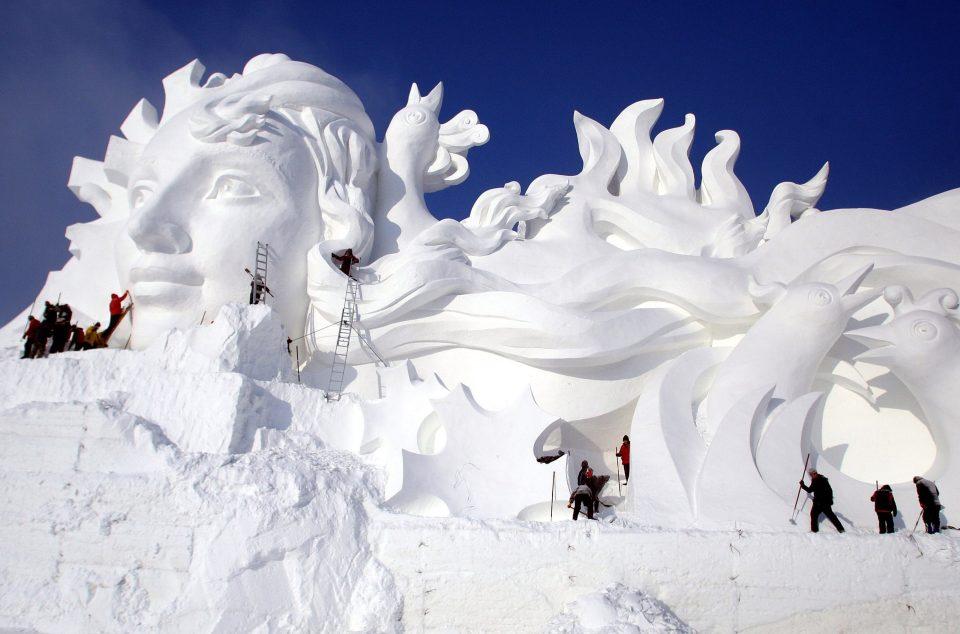 Tượng băng lớn nhất thế giới sắp hoàn thành ở TQ - 2
