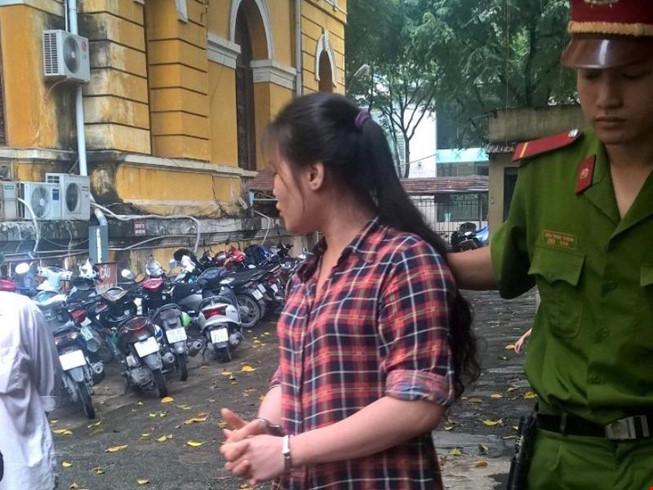 Nữ sinh viên cùng bạn trai dùng roi điện đi cướp - 1