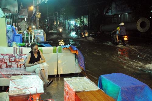 """Người Sài Gòn """"bơi"""" về nhà dù trời không mưa - 13"""