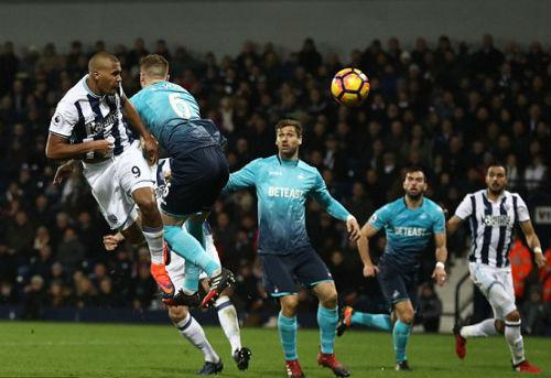 West Brom - Swansea: Hat-trick 13 phút - 1