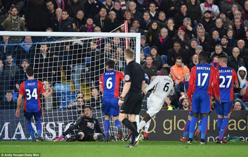 """MU: """"Trò bẩn"""" của Ibra–Pogba, Mourinho khen trọng tài - 2"""