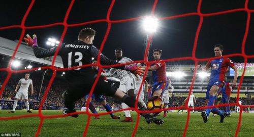 """MU: """"Trò bẩn"""" của Ibra–Pogba, Mourinho khen trọng tài - 3"""