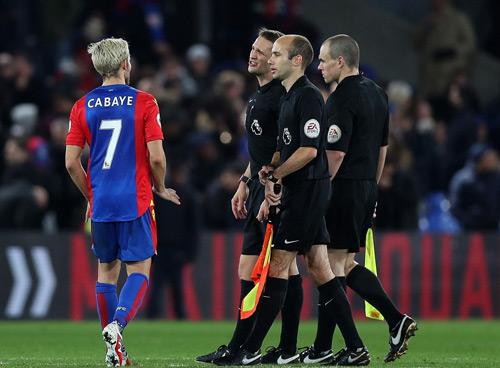 """MU: """"Trò bẩn"""" của Ibra–Pogba, Mourinho khen trọng tài - 4"""