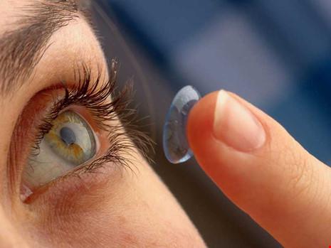 Nguy cơ bị mù vì làm đẹp bằng kính áp tròng - 2