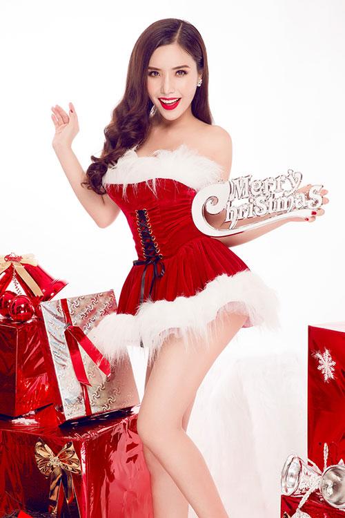 """Á hậu Biển 2016 hóa thân """"Bà già Noel"""" gợi cảm nhất năm - 1"""