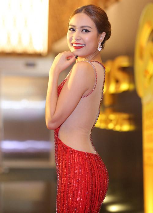 Hoàng Thuỳ Linh diện váy xẻ sâu tại lễ trao giải âm nhạc - 2