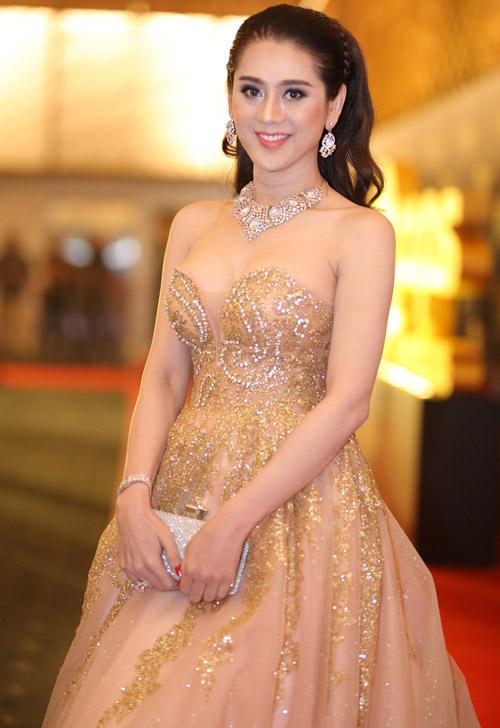 Hoàng Thuỳ Linh diện váy xẻ sâu tại lễ trao giải âm nhạc - 3