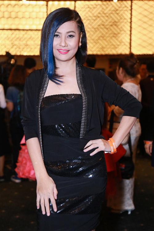 Hoàng Thuỳ Linh diện váy xẻ sâu tại lễ trao giải âm nhạc - 11