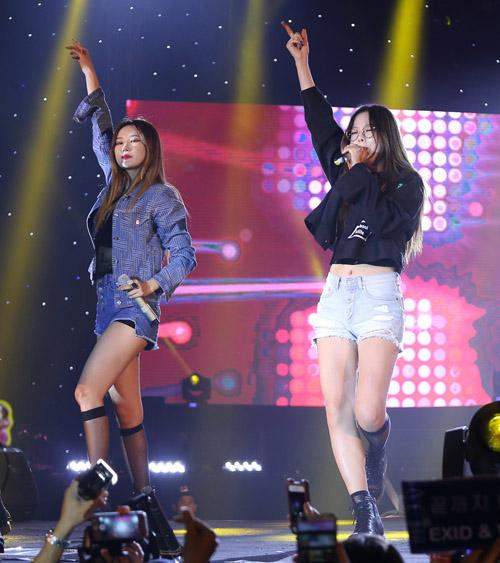 Fan Việt phát cuồng với nhóm nữ 18+ xứ Hàn - 3