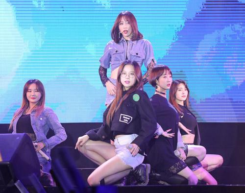 Fan Việt phát cuồng với nhóm nữ 18+ xứ Hàn - 4