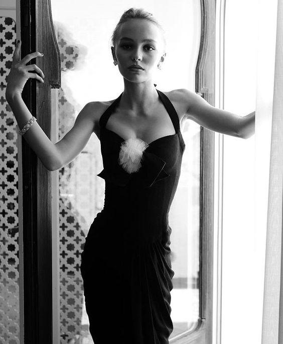 """Vẻ đẹp """"sắc nước hương trời"""" của con gái tài tử Johnny Depp - 11"""
