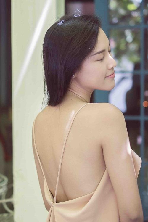 """""""Choáng"""" với mặt mộc dung dị của Á hậu MC Hoàng Oanh - 1"""