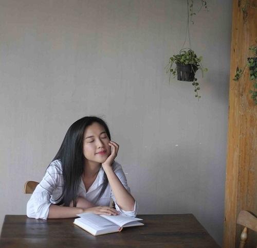 """""""Choáng"""" với mặt mộc dung dị của Á hậu MC Hoàng Oanh - 7"""