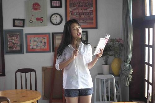 """""""Choáng"""" với mặt mộc dung dị của Á hậu MC Hoàng Oanh - 8"""