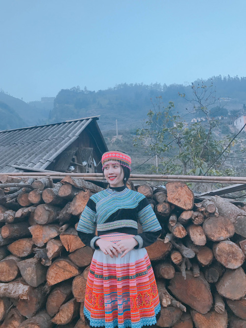 Những bóng hồng diện trang phục dân tộc đẹp mơ mộng - 4