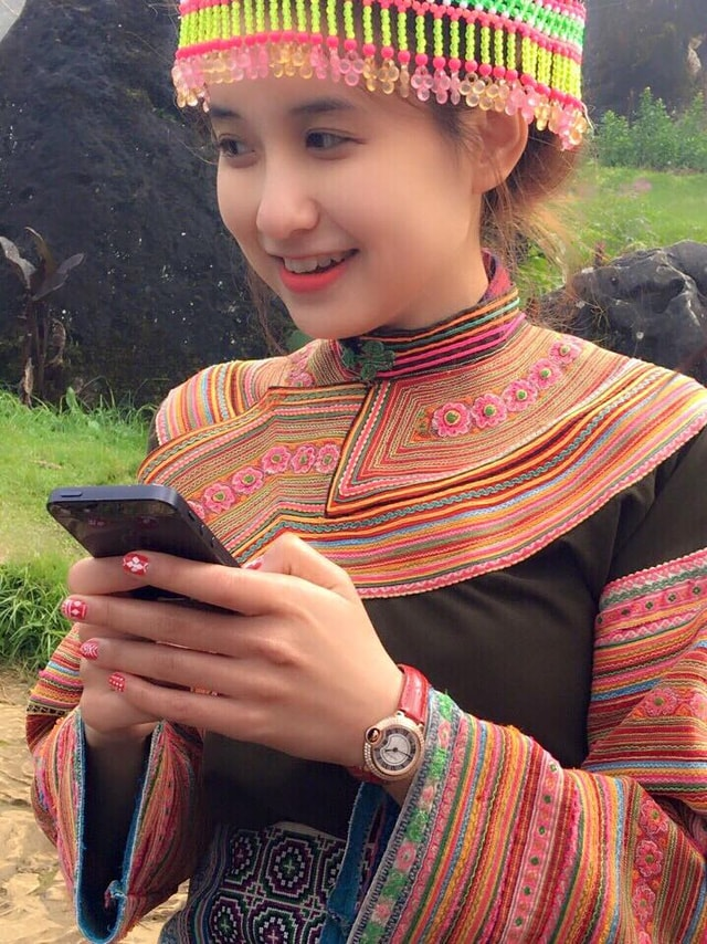 Những bóng hồng diện trang phục dân tộc đẹp mơ mộng - 10