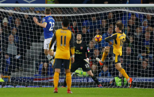 Thua đau Everton, sao Arsenal giải khuây bên dàn WAG - 1