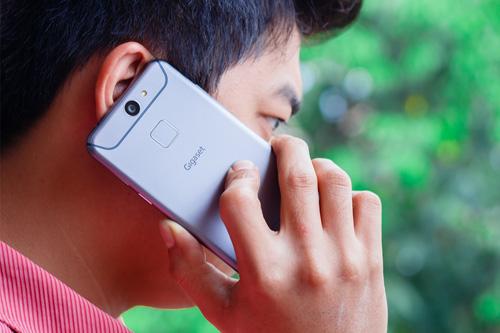 6 bất ngờ về smartphone không viền màn hình mà ARBUTUS ra mắt - 4